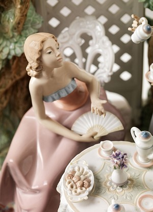Lladro  Tea in The Garden Porcelain Figurine