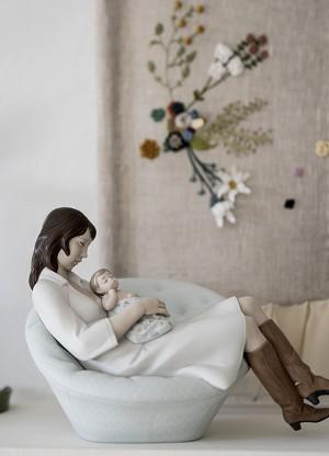 Lladro Feels Like Heaven MotherPorcelain Figurine