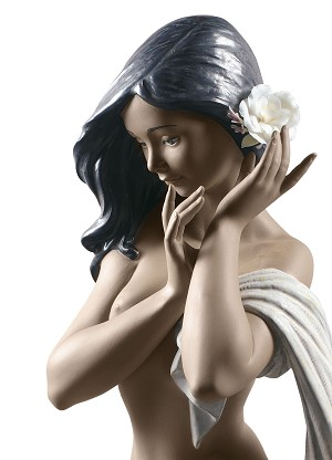 Lladro  Subtle moonlight Woman Porcelain Figurine