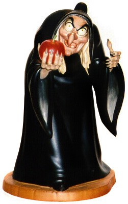 WDCC Disney Classics Snow White Hag Take The Apple, Dearie