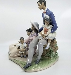 Lladro  Family Of Love (small chip) Porcelain Figurine
