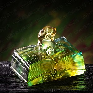 Liuli Crystal Zodiac Dog, Knowledge Comes with Opening a Book - Reading