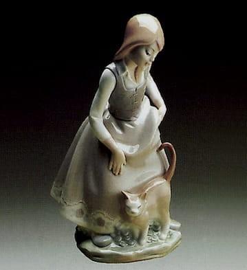 LladroLittle Girl w/CatPorcelain Figurine