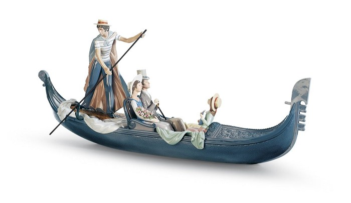 Lladro In The Gondola Couple Porcelain Figurine
