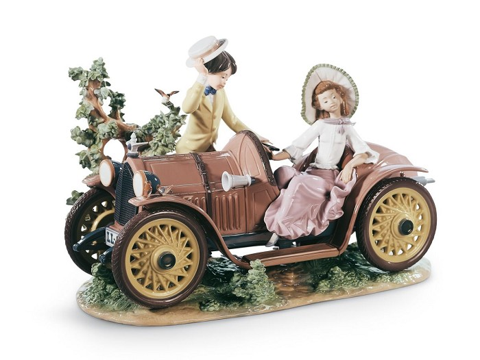 Lladro Young Couple with Car Porcelain Figurine