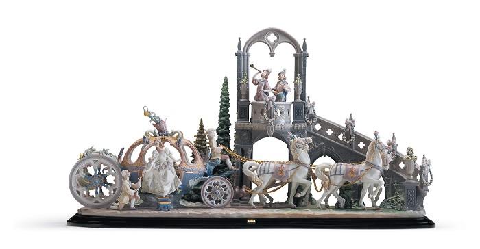 LladroCinderella's ArrivalPorcelain Figurine