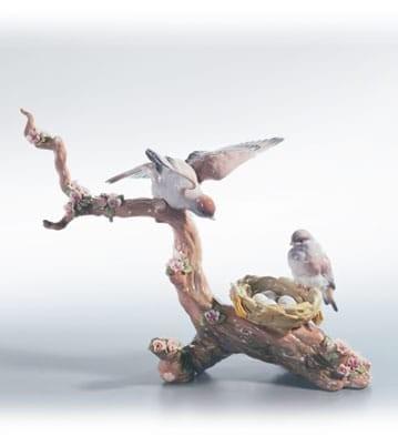 LladroSPRING'S NEW ARRIVALSPorcelain Figurine