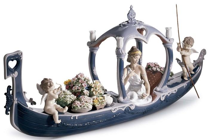 LladroGondola of LovePorcelain Figurine