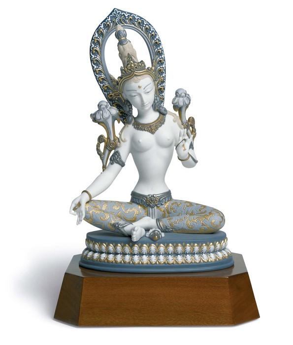 LladroWhite TaraPorcelain Figurine
