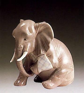 LladroPainful Elephant