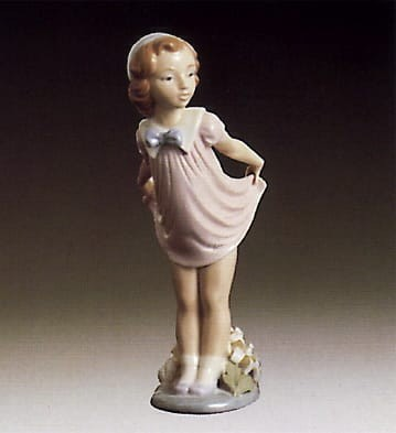 Lladro Girl Bowing Porcelain Figurine
