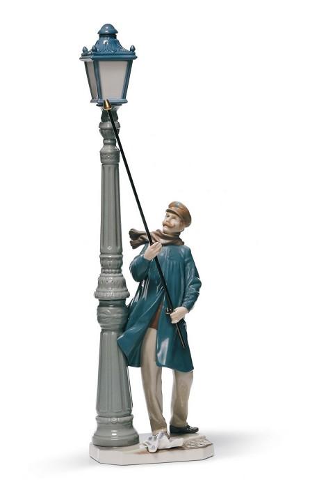 LladroLamplighterPorcelain Figurine