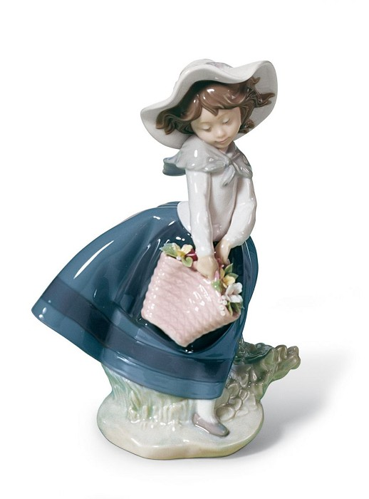 Lladro Pretty Pickings Porcelain Figurine
