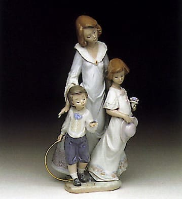 Lladro Sunday Best Porcelain Figurine