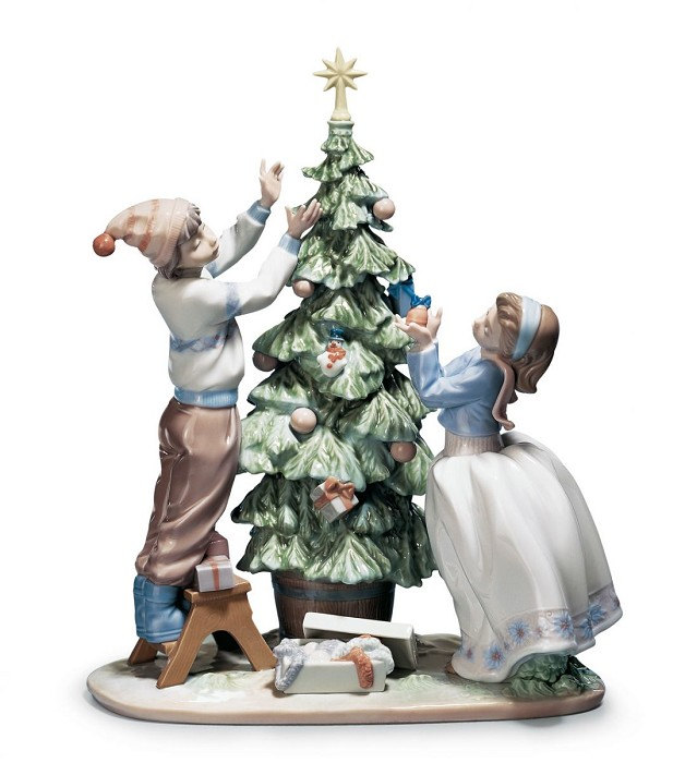 Lladro Trimming The Tree Porcelain Figurine