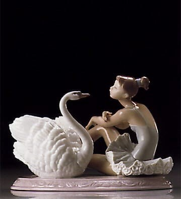 Lladro Grace And Beauty Porcelain Figurine