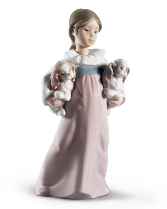 Lladro ARMS FULL OF LOVE Porcelain Figurine