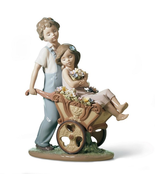 Lladro THE PRETTIEST OF ALL Porcelain Figurine