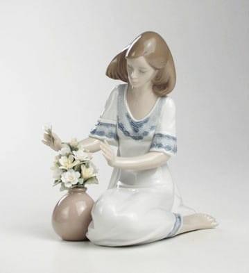 LladroLoving BouquetPorcelain Figurine