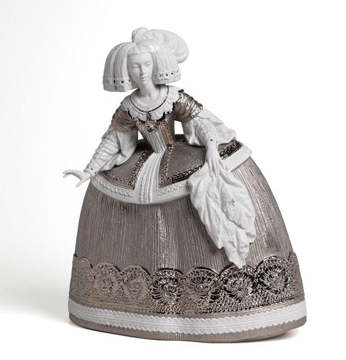 LladroLa Menina Sculpture Silver LustreMixed Media Sculpture