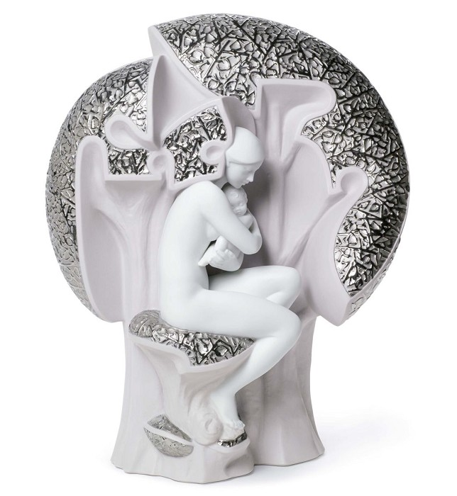 Lladro MOTHER NATURE Porcelain Figurine