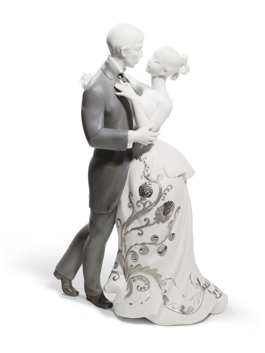 Lladro Lovers' Waltz Couple Figurine Porcelain Figurine