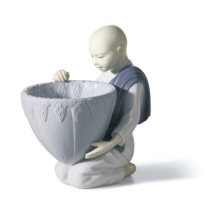 Lladro Potpourri Offer (Blue) Porcelain Figurine