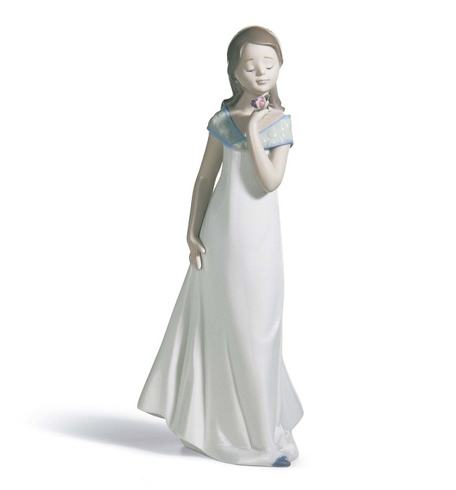 Lladro A Special Occasion Porcelain Figurine