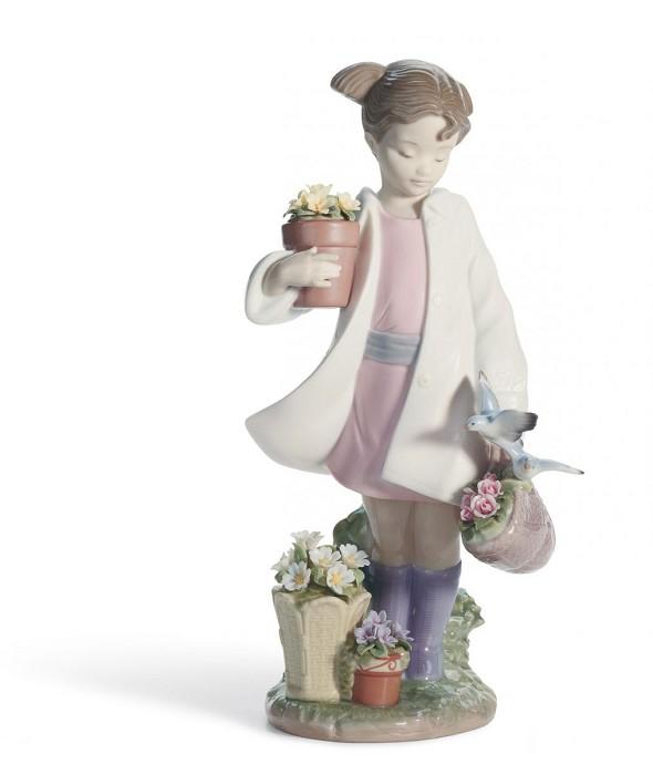 LladroDELICATE NATUREPorcelain Figurine
