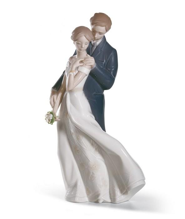 LladroEverlasting Love CouplePorcelain Figurine