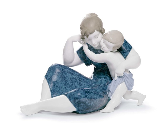 Lladro A Child's Love Porcelain Figurine