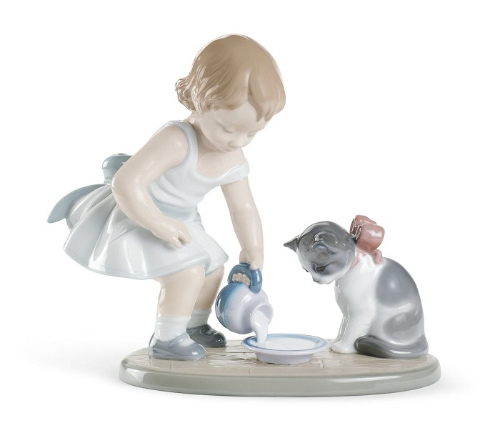Lladro Kitty's Breakfast Time