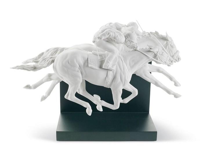 LladroHORSE RACEPorcelain Figurine