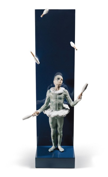 Lladro JUGGLER WITH CLUBS Porcelain Figurine