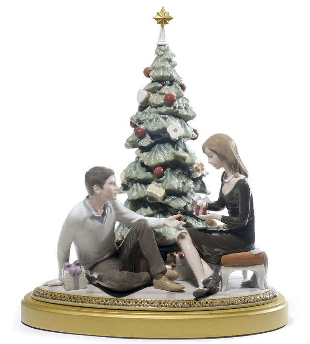 Lladro A Romantic Christmas Porcelain Figurine
