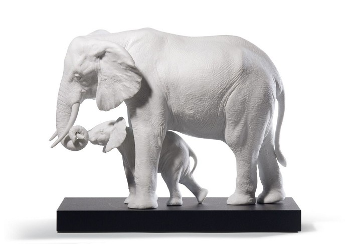 Lladro LEADING THE WAY  Porcelain Figurine