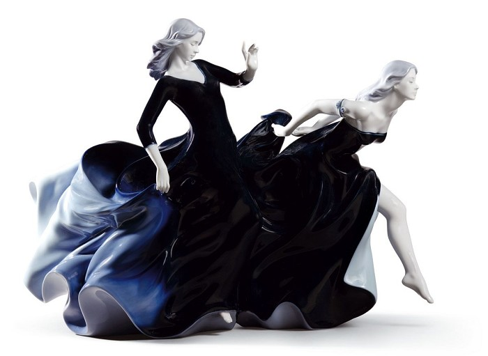 Lladro Night Approaches Porcelain Figurine