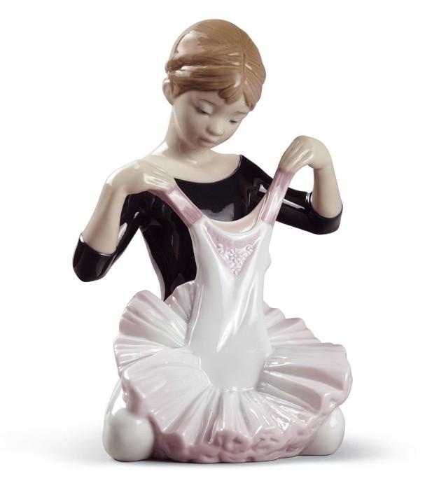 LladroMy Debut DressPorcelain Figurine
