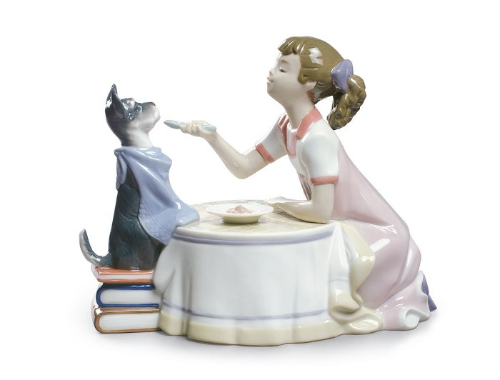 Lladro Tea Time Porcelain Figurine