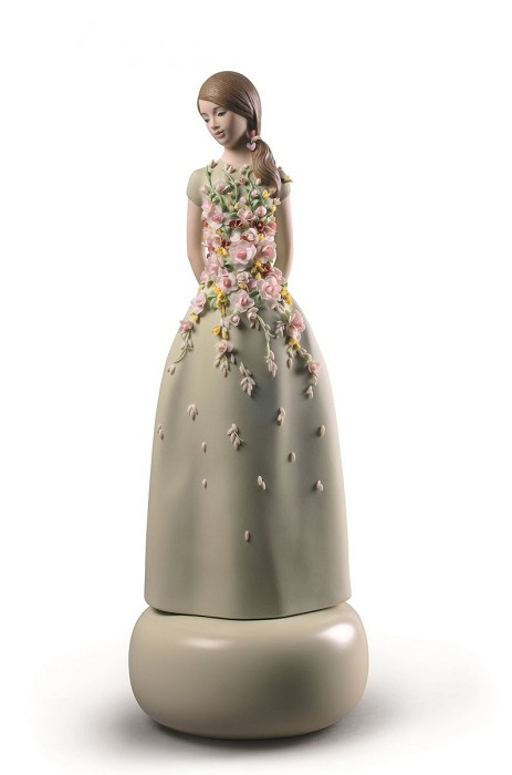 LladroHaute Allure Sweet Elegance WomanPorcelain Figurine
