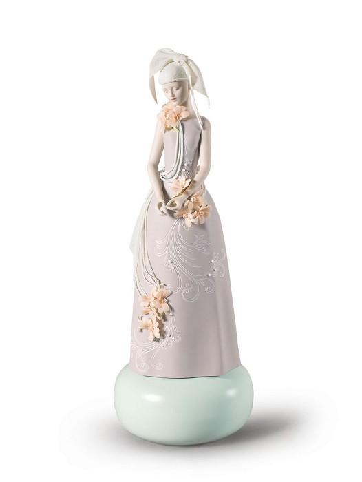 LladroHaute Allure Exclusive Model WomanPorcelain Figurine