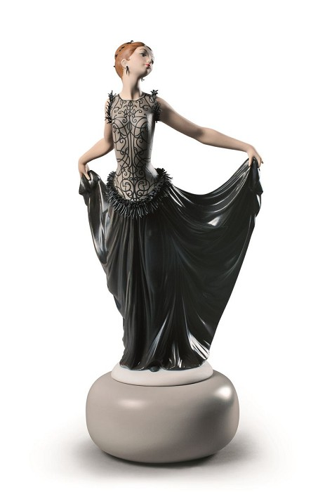 Lladro Haute Allure Exquisite Creation Porcelain Figurine