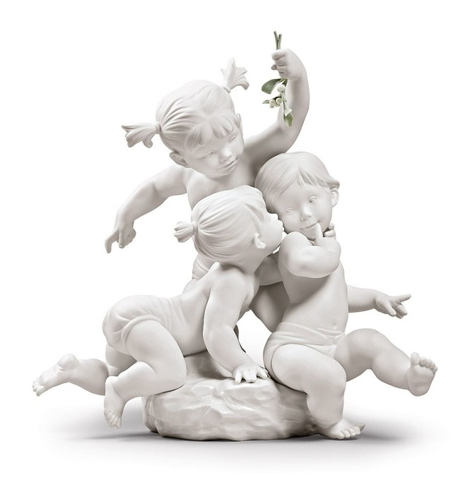 Lladro Kiss under the mistletoe Porcelain Figurine