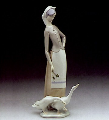 Lladro Girl With Geese 1969-95 Porcelain Figurine