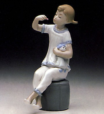 Lladro Girl with Doll 1969-85 Porcelain Figurine