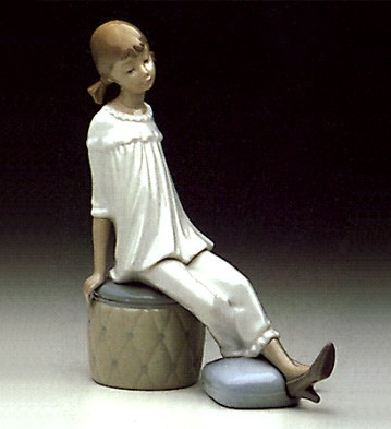 Lladro Girl with Mothers Shoe 1969-85 Porcelain Figurine