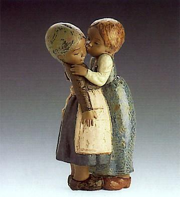 LladroThe Little Kiss 1978-85Porcelain Figurine