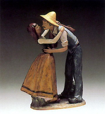 LladroKissing Father 1980-81Porcelain Figurine