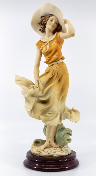 Giuseppe Armani April 1997 Figurine Of The Year