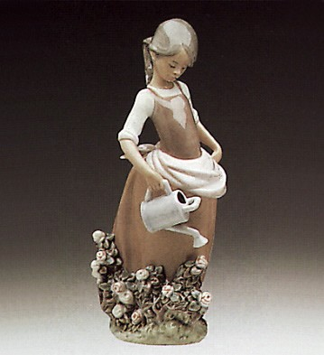 Lladro Girl With Watering Can 1977-88 Porcelain Figurine